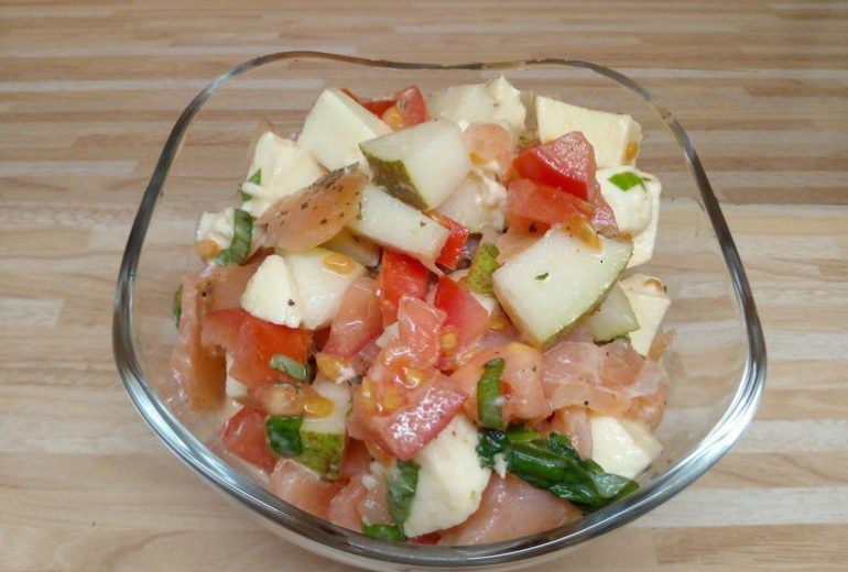 raeucherlachs_auf_tomatensalat