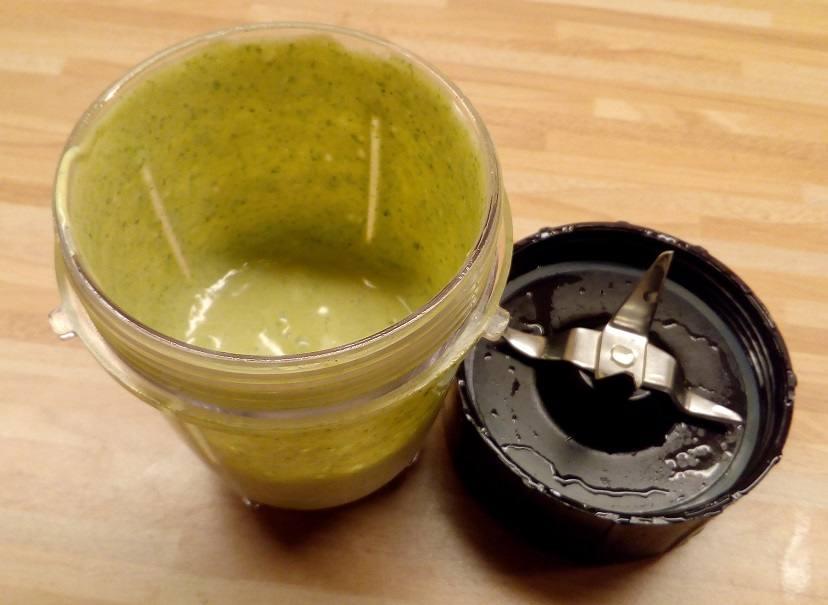Salatsoße im kleinen Mixer