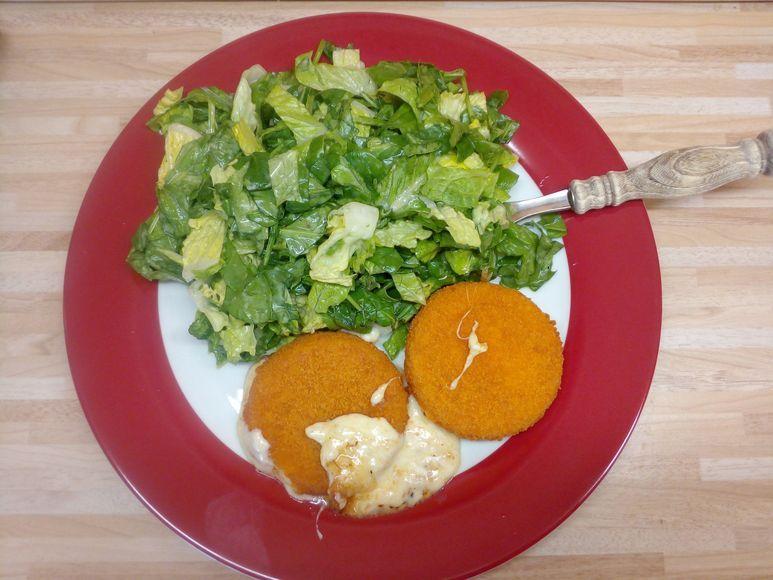 Grüner Salat mit Backcamembert vegetarisch - 181