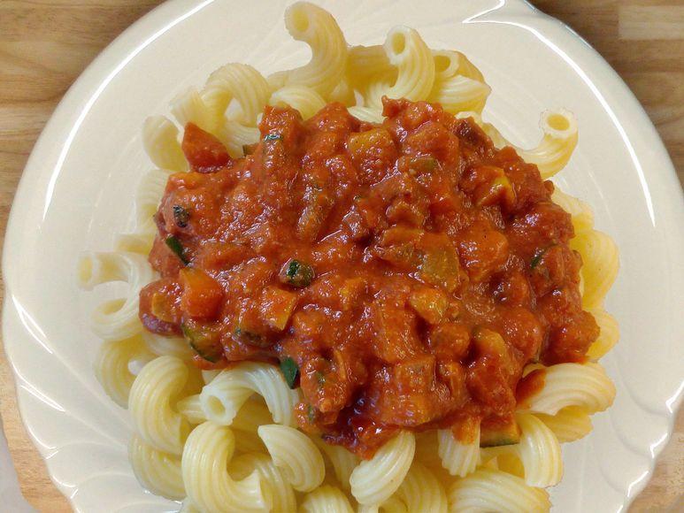 Pasta mit scharfer Gemüsesoße - 136