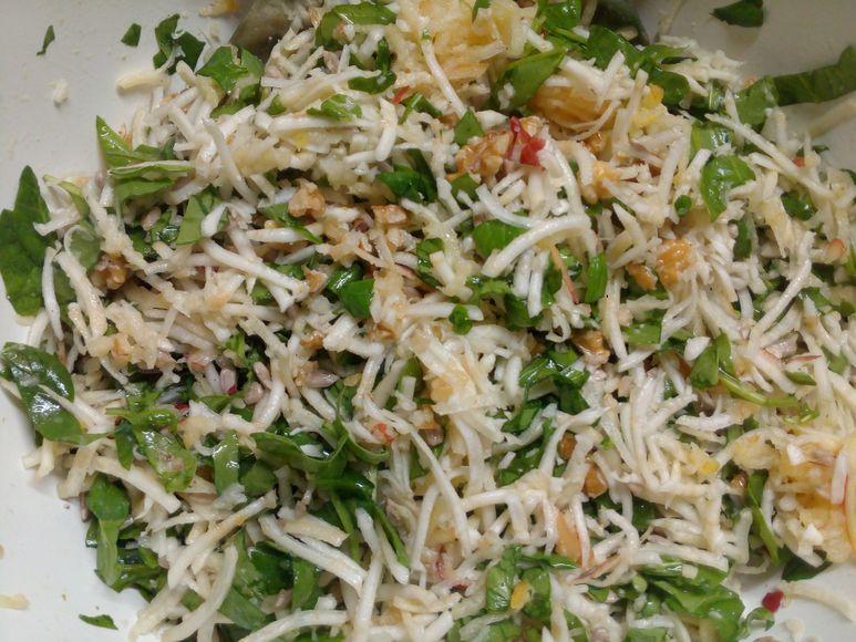 Sellerie-Apfel-Spinat-Salat mit Emmentaler vegetarisch - 212