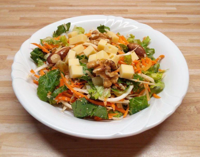 Sellerie-Möhren-Salat mit Emmentaler vegetarisch - 214