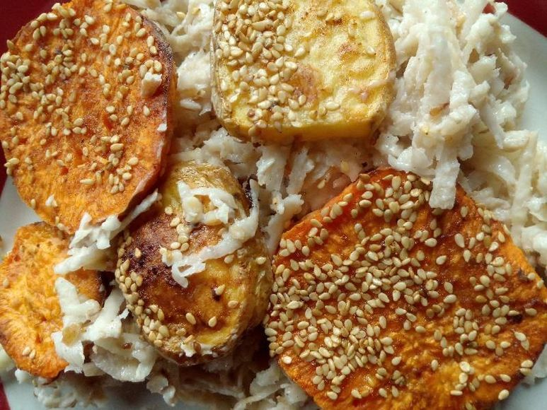 Süßkartoffeln vom Blech mit Sellerie-Apfel-Salat vegan - 155
